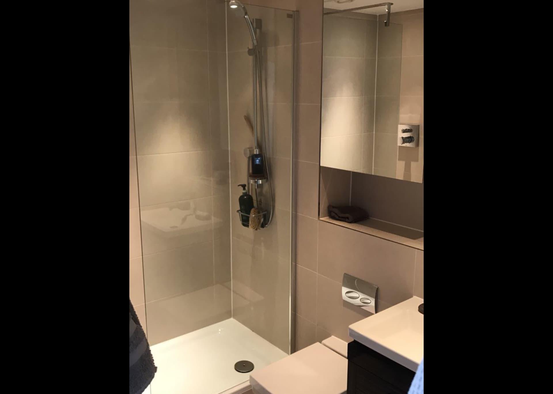 b301-Millias-House-Castle-Quay-shower