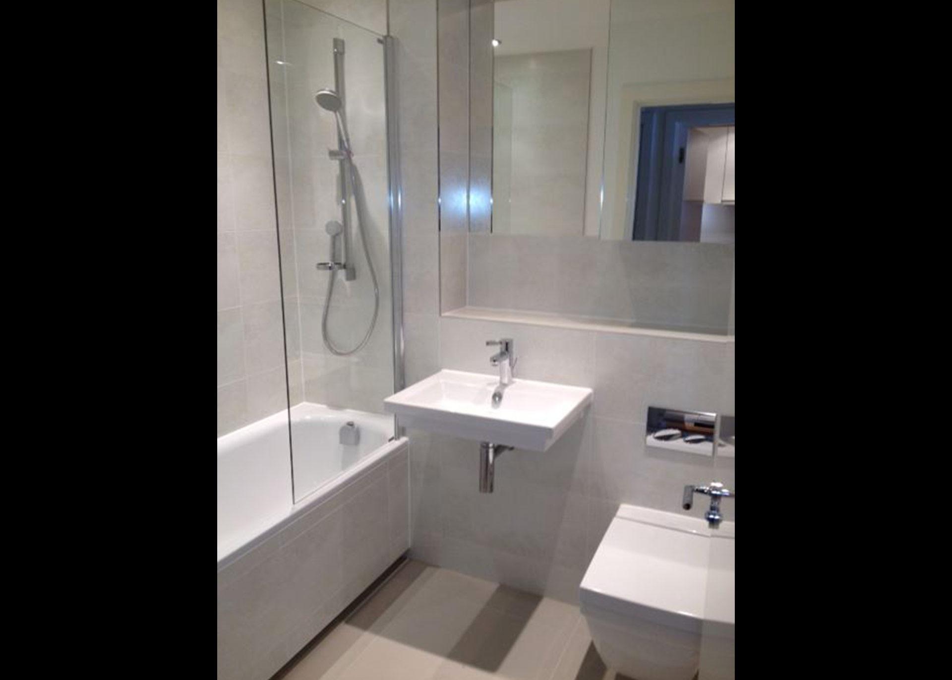 Apartment Bathroom b216