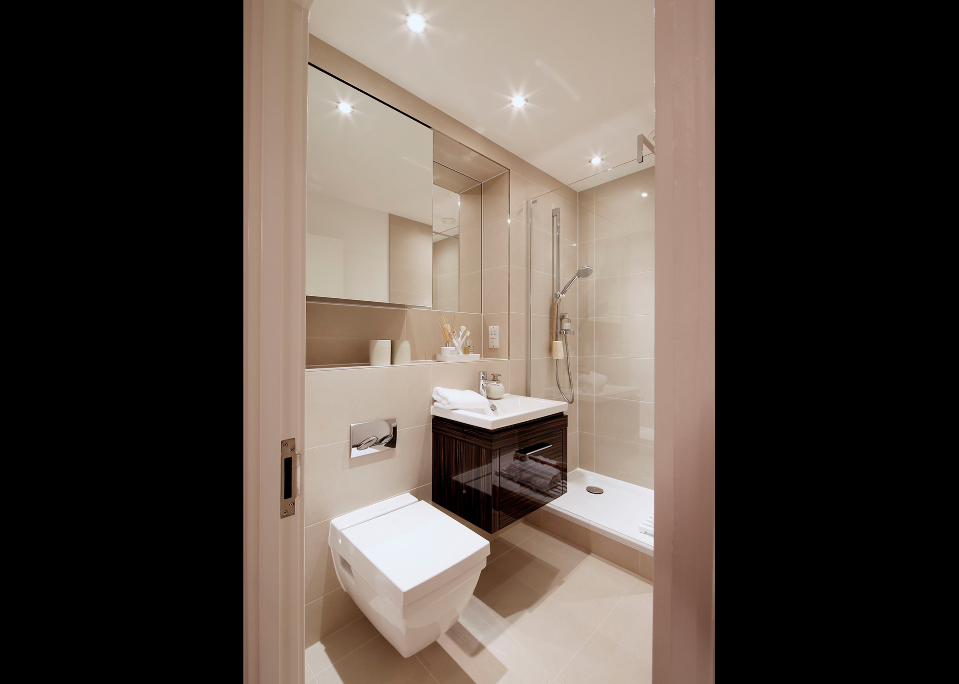 B439 Millias House Castle Quay Bathroom apartment
