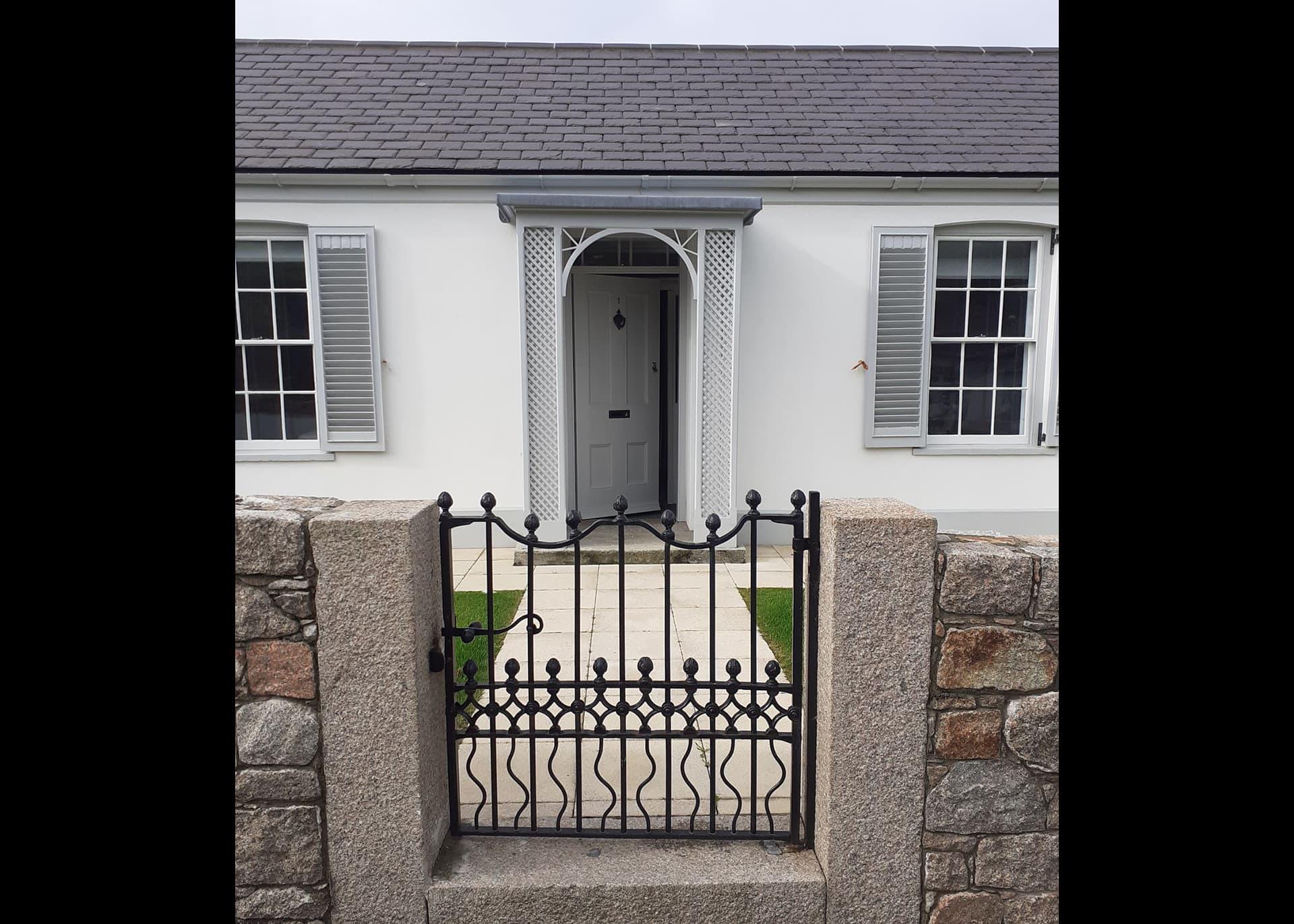 mimosa-cottage-door